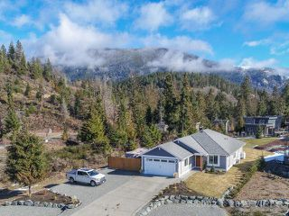 Photo 3: 7268 LAKEFRONT DRIVE in LAKE COWICHAN: Z3 Lake Cowichan House for sale (Zone 3 - Duncan)  : MLS®# 452002