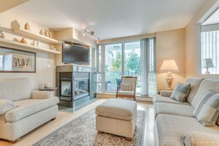 """Photo 2: 301 590 NICOLA Street in Vancouver: Coal Harbour Condo for sale in """"WATERFRONT PLACE"""" (Vancouver West)  : MLS®# R2492505"""
