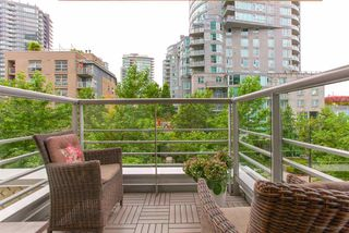 """Photo 14: 301 590 NICOLA Street in Vancouver: Coal Harbour Condo for sale in """"WATERFRONT PLACE"""" (Vancouver West)  : MLS®# R2492505"""