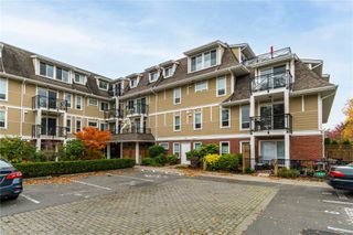 Photo 4: 105 4536 Viewmont Ave in : SW Royal Oak Condo for sale (Saanich West)  : MLS®# 859609