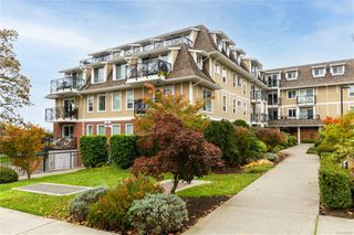 Photo 3: 105 4536 Viewmont Ave in : SW Royal Oak Condo for sale (Saanich West)  : MLS®# 859609