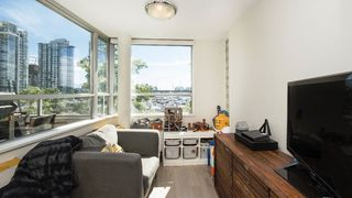Photo 7: 310 1228 MARINASIDE CRESCENT in Vancouver: Yaletown Condo for sale (Vancouver West)  : MLS®# R2342063