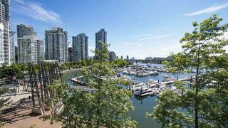 Photo 1: 310 1228 MARINASIDE CRESCENT in Vancouver: Yaletown Condo for sale (Vancouver West)  : MLS®# R2342063