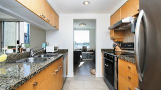 Photo 5: 310 1228 MARINASIDE CRESCENT in Vancouver: Yaletown Condo for sale (Vancouver West)  : MLS®# R2342063