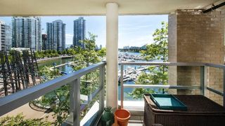 Photo 13: 310 1228 MARINASIDE CRESCENT in Vancouver: Yaletown Condo for sale (Vancouver West)  : MLS®# R2342063
