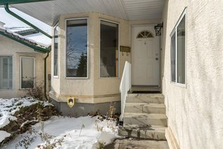 Photo 2: 25 Strathearn Gardens SW in Calgary: Strathcona Park Semi Detached for sale : MLS®# A1045110