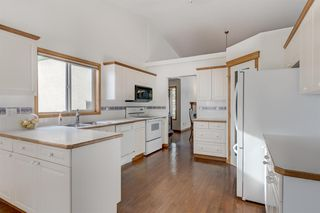 Photo 4: 25 Strathearn Gardens SW in Calgary: Strathcona Park Semi Detached for sale : MLS®# A1045110