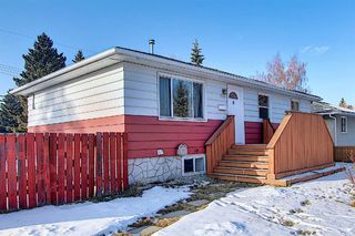 Main Photo: 8144 Bowglen Crescent NW in Calgary: Bowness Detached for sale : MLS®# A1050576