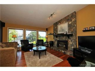 Photo 2: 1619 Barksdale Dr in VICTORIA: SE Lambrick Park Single Family Detached for sale (Saanich East)  : MLS®# 618275