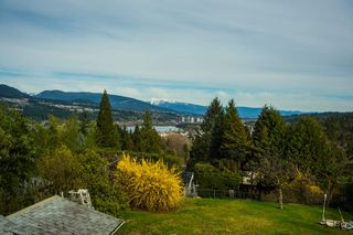 Photo 2: 1022 WESTMOUNT DRIVE in Port Moody: College Park PM House for sale : MLS®# R2044289