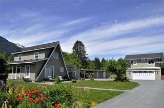 Photo 1: 1135 Laramee Road in Squamish: Brackendale House for sale