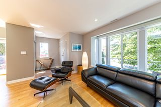 Photo 3: 1106 ST. GEORGES Avenue in North Vancouver: Central Lonsdale Townhouse for sale : MLS®# R2460985
