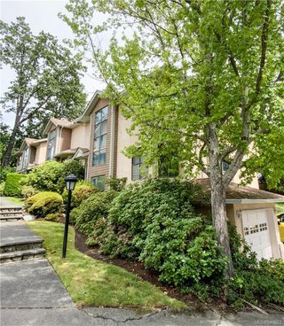 Photo 1: 4 4580 West Saanich Rd in Saanich: SW Royal Oak Row/Townhouse for sale (Saanich West)  : MLS®# 841922