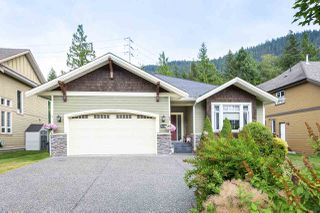 """Photo 2: 41424 DRYDEN Road in Squamish: Brackendale House for sale in """"BRACKEN ARMS"""" : MLS®# R2480357"""