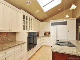 Photo 8: 1575 Montgomery Avenue in VICTORIA: Vi Rockland Residential for sale (Victoria)  : MLS®# 318035