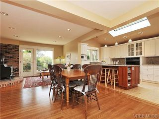 Photo 5: 1575 Montgomery Avenue in VICTORIA: Vi Rockland Residential for sale (Victoria)  : MLS®# 318035