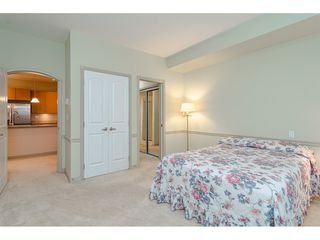 """Photo 13: 305 33485 SOUTH FRASER Way in Abbotsford: Central Abbotsford Condo for sale in """"Citadel Ridge"""" : MLS®# R2425076"""
