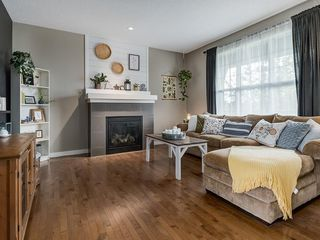 Photo 5: 607 New Brighton Drive SE in Calgary: New Brighton Detached for sale : MLS®# C4299788