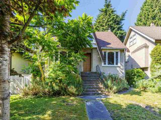 "Photo 1: 3941 W 33RD Avenue in Vancouver: Dunbar House for sale in ""DUNBAR"" (Vancouver West)  : MLS®# R2477713"