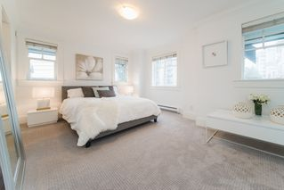 Photo 2: 780 ST. GEORGES AVENUE in North Vancouver: Central Lonsdale Townhouse for sale : MLS®# R2452292