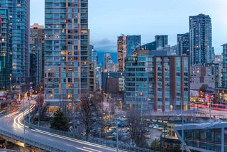Photo 17: 1208 1480 HOWE STREET in Vancouver: Yaletown Condo for sale (Vancouver West)  : MLS®# R2427901
