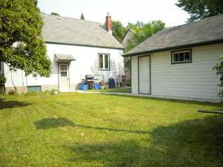 Photo 2: 597 Beaverbrook Street in WINNIPEG: River Heights / Tuxedo / Linden Woods Residential for sale (South Winnipeg)  : MLS®# 1313957