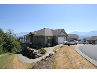 Photo 1: 127 8590 SUNRISE Drive in Chilliwack: Chilliwack Mountain Townhouse for sale : MLS®# H1303136