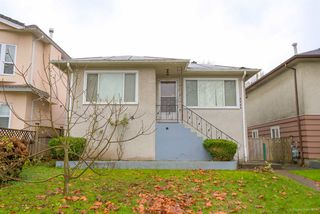 Main Photo: 2654 NAPIER STREET in Vancouver: Renfrew VE House for sale (Vancouver East)  : MLS®# R2124424