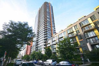 "Main Photo: 801 33 SMITHE Street in Vancouver: Yaletown Condo for sale in ""COOPERS LOOKOUT"" (Vancouver West)  : MLS®# R2448170"