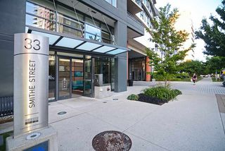 "Photo 2: 801 33 SMITHE Street in Vancouver: Yaletown Condo for sale in ""COOPERS LOOKOUT"" (Vancouver West)  : MLS®# R2448170"