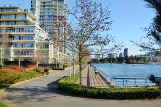 "Photo 19: 801 33 SMITHE Street in Vancouver: Yaletown Condo for sale in ""COOPERS LOOKOUT"" (Vancouver West)  : MLS®# R2448170"