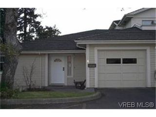 Photo 1: 38 850 Parklands Dr in VICTORIA: Es Gorge Vale Row/Townhouse for sale (Esquimalt)  : MLS®# 324746