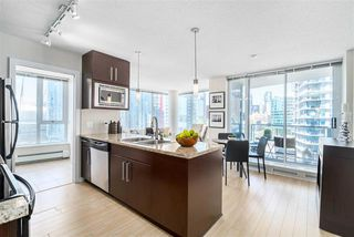 Photo 2: Vancouver West in Downtown VW: Condo for sale : MLS®# R2060973