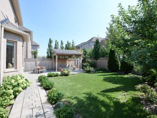 Photo 2: 2380 Rideau Dr in Oakville: Iroquois Ridge North Freehold for sale : MLS®# W3702265