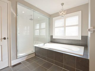 Photo 12: 2380 Rideau Dr in Oakville: Iroquois Ridge North Freehold for sale : MLS®# W3702265