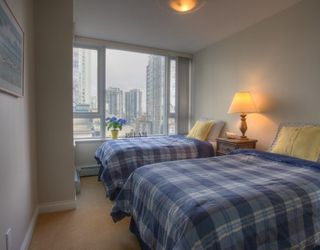 Photo 9: 1005 1383 MARINASIDE Crescent in Vancouver West: Home for sale : MLS®# V811578