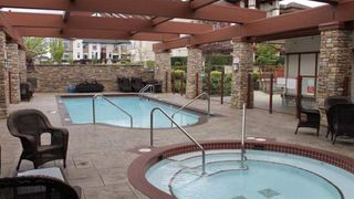 """Photo 14: 107 16421 64 Avenue in Surrey: Cloverdale BC Condo for sale in """"St. Andrews"""" (Cloverdale)  : MLS®# R2458467"""