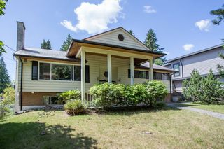 Photo 2: 512 BLUE MOUNTAIN Street in Coquitlam: Coquitlam West House for sale : MLS®# R2476332