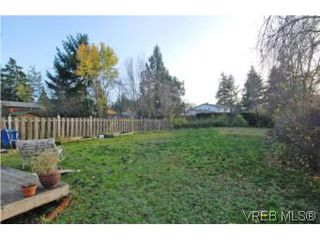 Photo 9: 735 Kelly Road in VICTORIA: Co Hatley Park Single Family Detached for sale (Colwood)  : MLS®# 255926