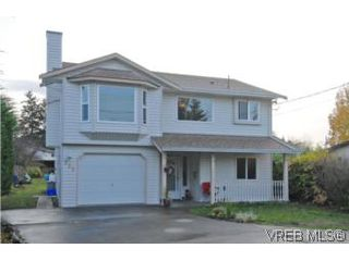 Photo 1: 735 Kelly Road in VICTORIA: Co Hatley Park Single Family Detached for sale (Colwood)  : MLS®# 255926