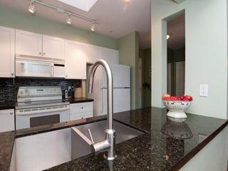 """Photo 7: 412 789 W 16TH Avenue in Vancouver: Fairview VW Condo for sale in """"SIXTEEN WILLOWS"""" (Vancouver West)  : MLS®# V938093"""