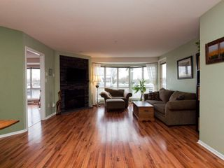 """Photo 1: 412 789 W 16TH Avenue in Vancouver: Fairview VW Condo for sale in """"SIXTEEN WILLOWS"""" (Vancouver West)  : MLS®# V938093"""