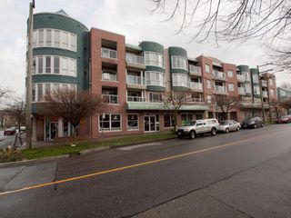 """Photo 3: 412 789 W 16TH Avenue in Vancouver: Fairview VW Condo for sale in """"SIXTEEN WILLOWS"""" (Vancouver West)  : MLS®# V938093"""