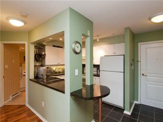 """Photo 4: 412 789 W 16TH Avenue in Vancouver: Fairview VW Condo for sale in """"SIXTEEN WILLOWS"""" (Vancouver West)  : MLS®# V938093"""