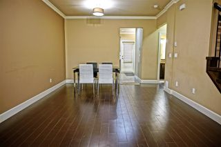 Photo 2: 10 7867 120 STREET in Delta: Scottsdale Townhouse for sale (N. Delta)  : MLS®# R2127194