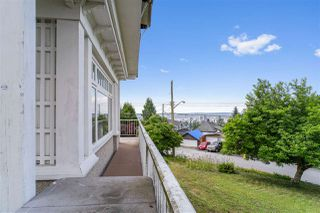 Photo 4: 404 SOMERSET Street in North Vancouver: Upper Lonsdale House for sale : MLS®# R2470026