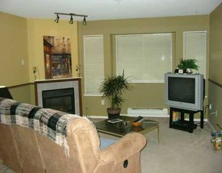 "Photo 2: 21 19034 MCMYN RD in Pitt Meadows: Mid Meadows Townhouse for sale in ""MEADOW VALE"" : MLS®# V569990"