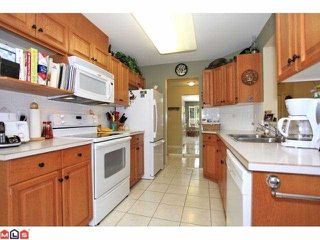 "Photo 4: 303 13870 70TH Avenue in Surrey: East Newton Condo for sale in ""Chelsea Gardens"" : MLS®# F1226049"