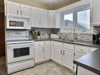 Photo 6: 736 Dale Boulevard in Winnipeg: Charleswood Residential for sale (Winnipeg area)  : MLS®# 1604802