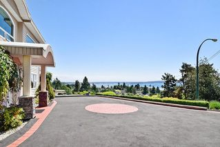 Photo 3: 15585 PACIFIC AVENUE: White Rock House for sale (South Surrey White Rock)  : MLS®# R2370095